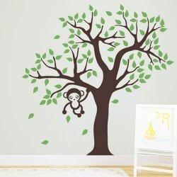 Adesivo de parede infantil macaquinho na árvore